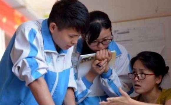 大学老师轻松还是高中老师轻松